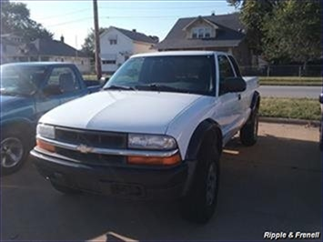 2002 Chevrolet S-10 3dr Extended Cab - Photo 1 - Davenport, IA 52802