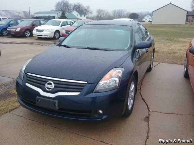 2007 Nissan Altima 2.5 - Photo 1 - Davenport, IA 52802