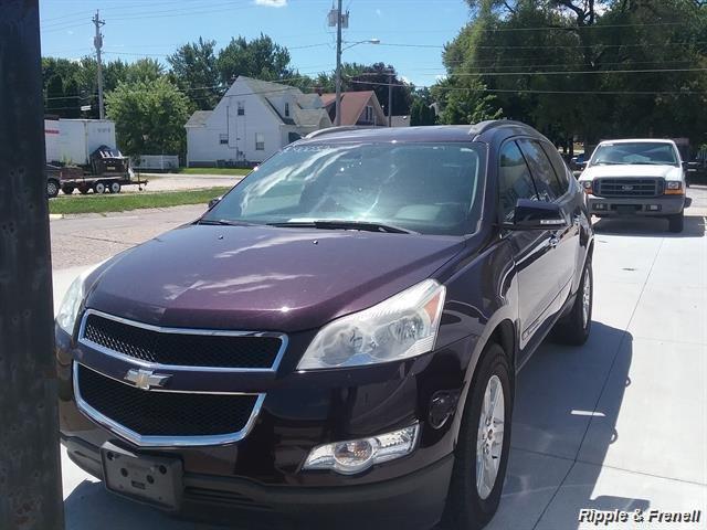 2009 Chevrolet Traverse LT - Photo 1 - Davenport, IA 52802