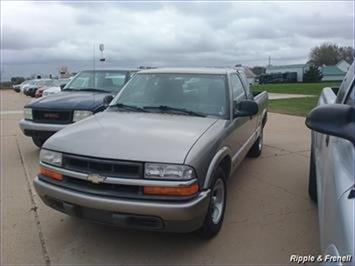 1998 Chevrolet S-10 LS - Photo 1 - Davenport, IA 52802