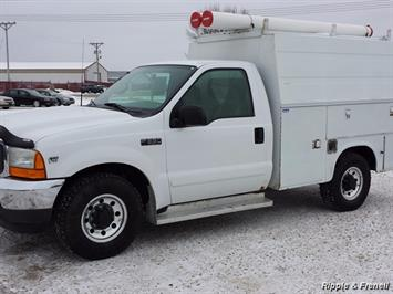 2001 Ford F-350 Super Duty XLT - Photo 1 - Davenport, IA 52802