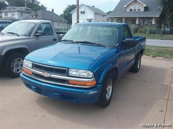 2001 Chevrolet S-10 - Photo 1 - Davenport, IA 52802
