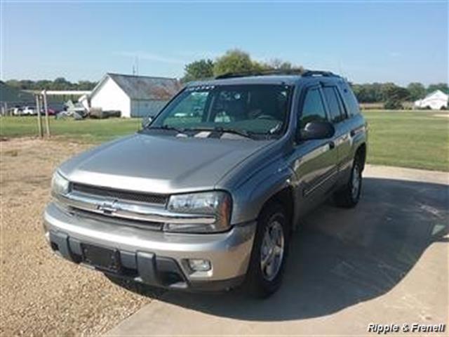 2002 Chevrolet Trailblazer LT - Photo 1 - Davenport, IA 52802