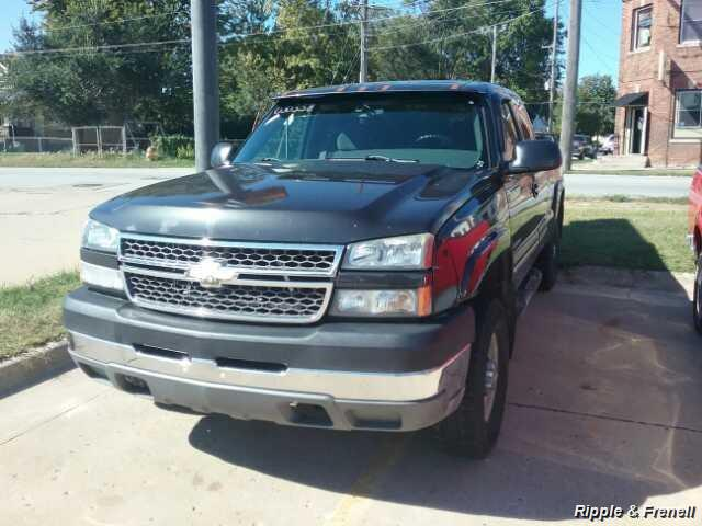 2005 Chevrolet Silverado 2500 Work Truck 4dr Extended Cab Work Truck - Photo 1 - Davenport, IA 52802