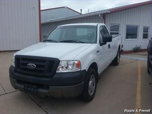 2005 Ford F-150 XL 2dr Standard Cab XL - Photo 1 - Davenport, IA 52802