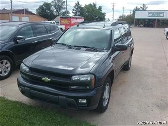 2005 Chevrolet TrailBlazer EXT LT - Photo 1 - Davenport, IA 52802