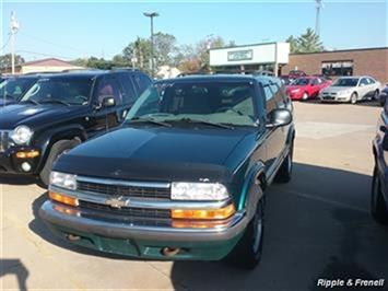 1998 Chevrolet Blazer 4dr - Photo 1 - Davenport, IA 52802