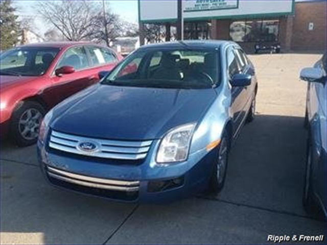 2009 Ford Fusion SE - Photo 1 - Davenport, IA 52802