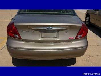 2003 Ford Taurus SE - Photo 3 - Davenport, IA 52802