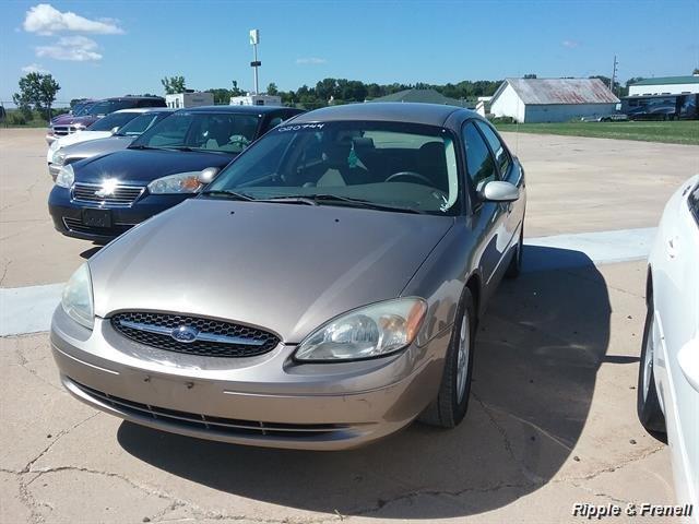2002 Ford Taurus SE - Photo 1 - Davenport, IA 52802