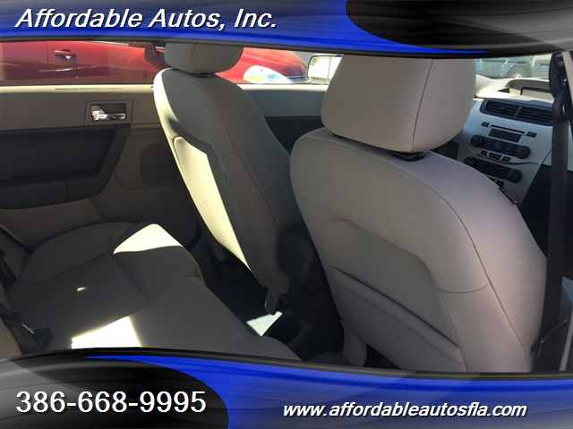 2008 Ford Focus SE - Photo 19 - Debary, FL 32713