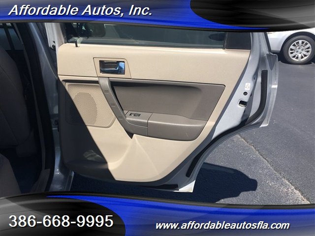 2008 Ford Focus SE - Photo 18 - Debary, FL 32713