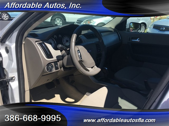 2008 Ford Focus SE - Photo 10 - Debary, FL 32713
