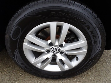 2013 Volkswagen Tiguan S - Photo 27 - Cincinnati, OH 45255