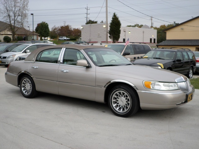 2001 lincoln town car signature for sale in cincinnati oh. Black Bedroom Furniture Sets. Home Design Ideas