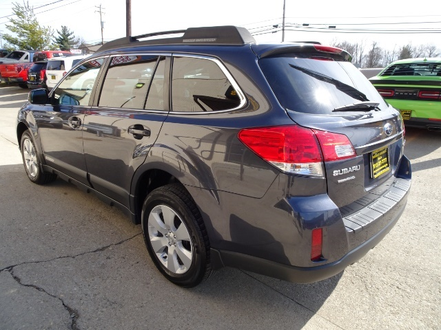 2011 Subaru Outback 2.5i Premium - Photo 7 - Cincinnati, OH 45255