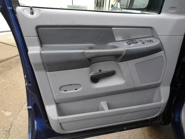 2009 Dodge Ram 2500 SLT - Photo 22 - Cincinnati, OH 45255