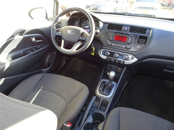 2013 Kia Rio LX - Photo 12 - Cincinnati, OH 45255