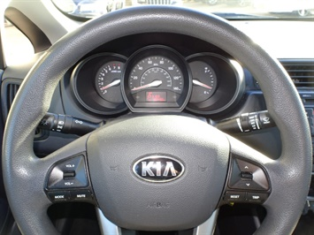2013 Kia Rio LX - Photo 15 - Cincinnati, OH 45255