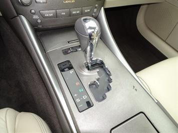2009 Lexus IS 250 - Photo 17 - Cincinnati, OH 45255