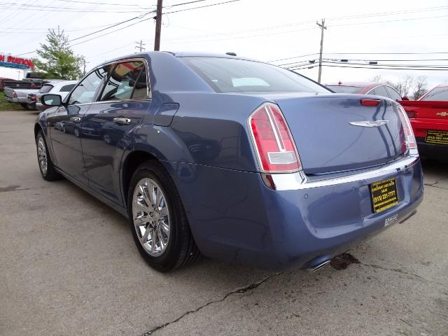 2011 Chrysler 300C - Photo 11 - Cincinnati, OH 45255