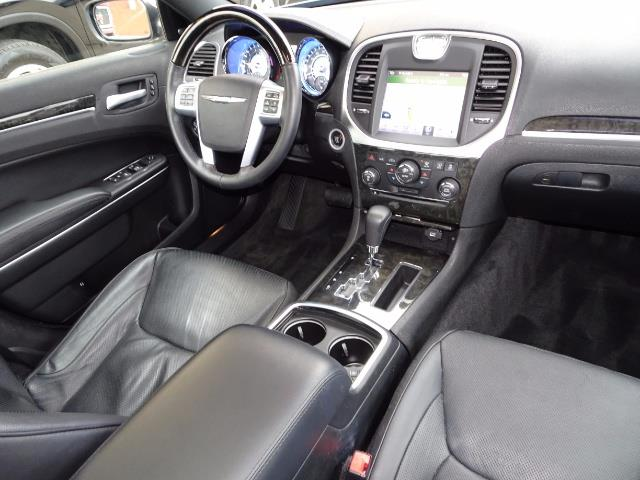 2011 Chrysler 300C - Photo 6 - Cincinnati, OH 45255