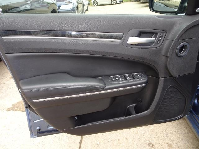 2011 Chrysler 300C - Photo 22 - Cincinnati, OH 45255