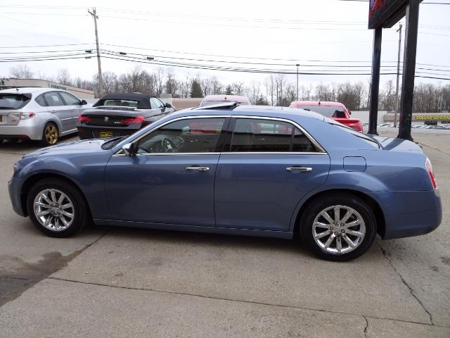 2011 Chrysler 300C - Photo 10 - Cincinnati, OH 45255
