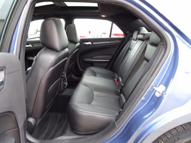 2011 Chrysler 300C - Photo 8 - Cincinnati, OH 45255