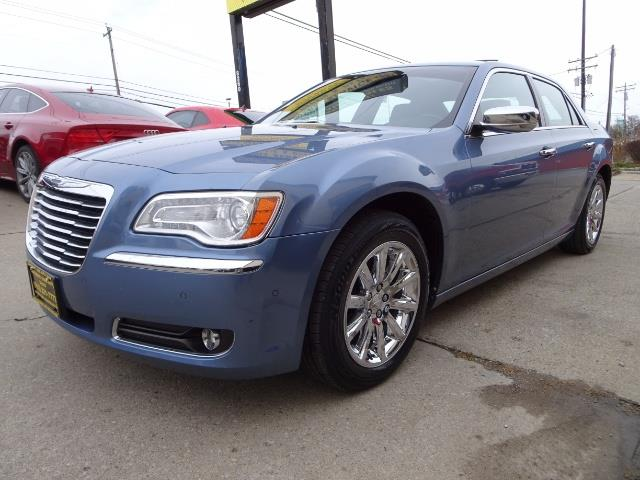 2011 Chrysler 300C - Photo 9 - Cincinnati, OH 45255
