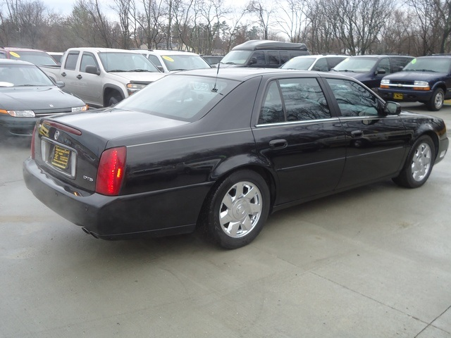 2002 cadillac deville deville dts for sale in cincinnati. Black Bedroom Furniture Sets. Home Design Ideas