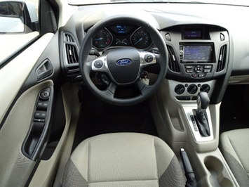 2012 Ford Focus SE - Photo 6 - Cincinnati, OH 45255