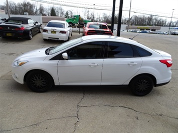 2012 Ford Focus SE - Photo 10 - Cincinnati, OH 45255