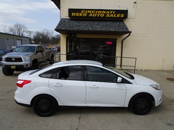 2012 Ford Focus SE - Photo 3 - Cincinnati, OH 45255