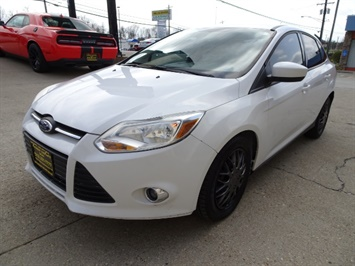 2012 Ford Focus SE - Photo 9 - Cincinnati, OH 45255