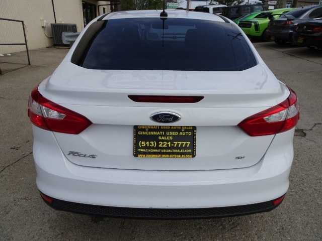 2012 Ford Focus SE - Photo 4 - Cincinnati, OH 45255