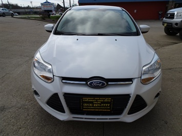 2012 Ford Focus SE - Photo 2 - Cincinnati, OH 45255