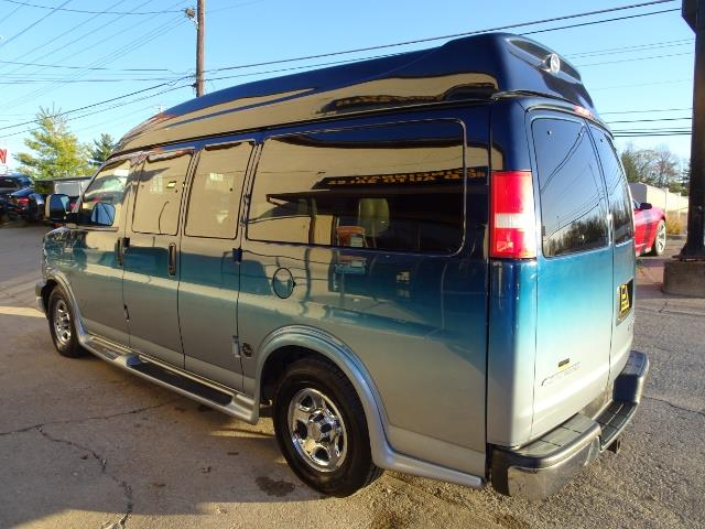 2005 Chevrolet Express Southern Comfort - Photo 18 - Cincinnati, OH 45255