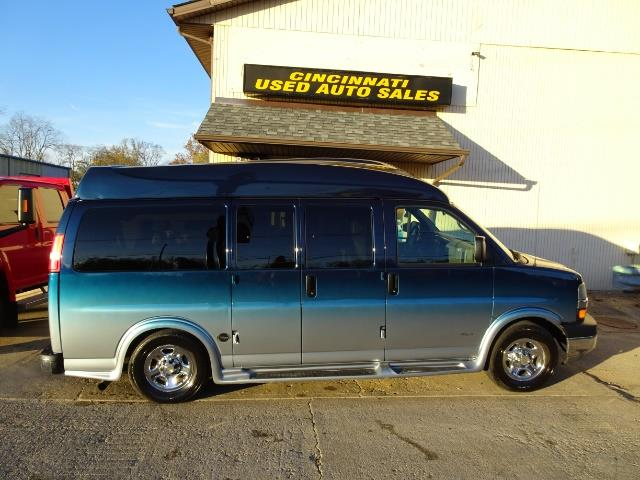 2005 Chevrolet Express Southern Comfort - Photo 2 - Cincinnati, OH 45255