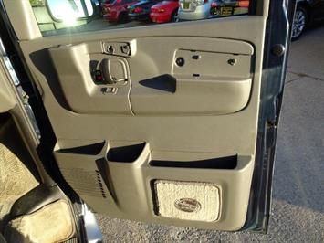 2005 Chevrolet Express Southern Comfort - Photo 29 - Cincinnati, OH 45255