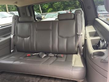 2005 Chevrolet Suburban 2500 LT - Photo 18 - Cincinnati, OH 45255