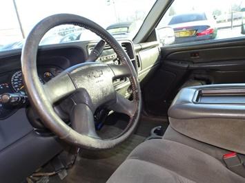 2006 Chevrolet Silverado 2500 LS LS 2dr Regular Cab - Photo 11 - Cincinnati, OH 45255