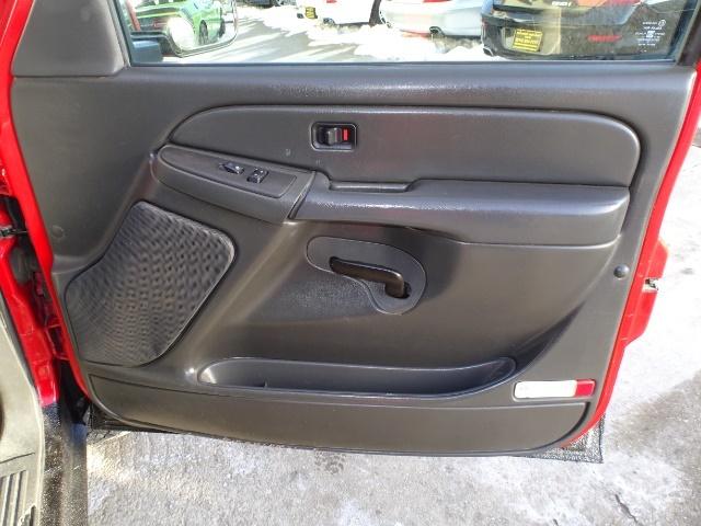 2006 Chevrolet Silverado 2500 LS LS 2dr Regular Cab - Photo 21 - Cincinnati, OH 45255
