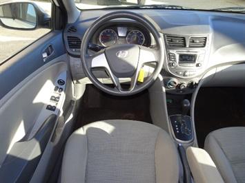 2016 Hyundai Accent SE - Photo 6 - Cincinnati, OH 45255