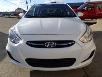 2016 Hyundai Accent SE - Photo 2 - Cincinnati, OH 45255