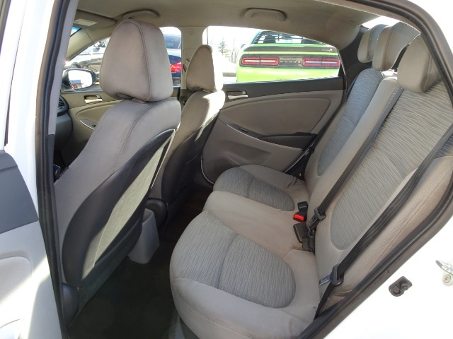 2016 Hyundai Accent SE - Photo 8 - Cincinnati, OH 45255