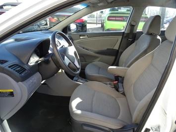 2016 Hyundai Accent SE - Photo 7 - Cincinnati, OH 45255