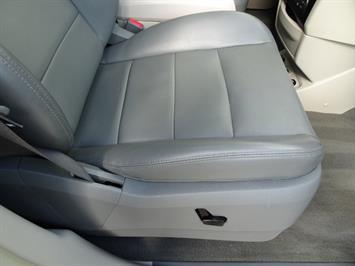 2009 Volkswagen Routan SEL Premium CARB - Photo 23 - Cincinnati, OH 45255