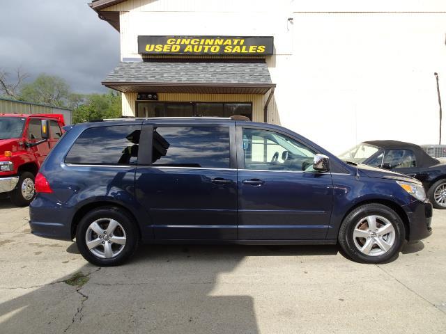 2009 Volkswagen Routan SEL Premium CARB - Photo 2 - Cincinnati, OH 45255