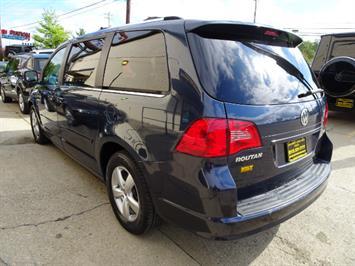 2009 Volkswagen Routan SEL Premium CARB - Photo 10 - Cincinnati, OH 45255
